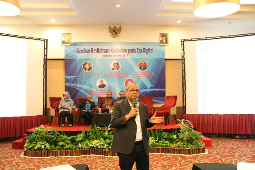 Darussalam - Seminar Revitalisasi Kurikulum pada Era Digital (UNS - Solo)