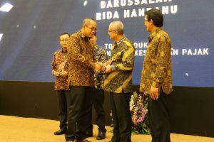Darussalam - Pemberian penghargaan oleh Direktorat Jenderal Pajak terkait program Inklusi Pajak